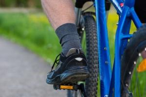 Radfahrer mit Fahrradsocken