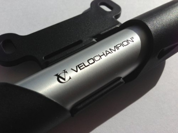 VeloChampion Alloy 7 Mini-Fahrradpumpe aus Aluminium, Silber/Schwarz - Mini Bike Pump - 3